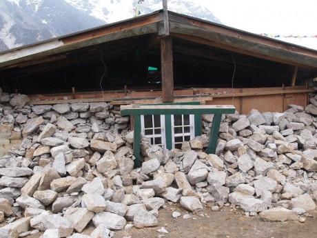 ルーザ村のロッジですが、ここの主はエベレスト清掃隊のシェルパでした。